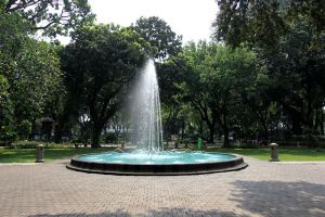 Taman-Suropati-Jakarta-Indonesia-003.jpg