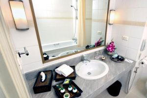 Tarntawan-Place-Bangkok-Thailand-Bathroom.jpg