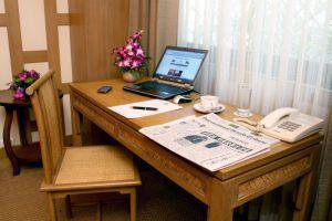 Tarntawan-Place-Bangkok-Thailand-Living-Room.jpg