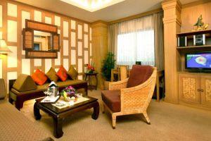 Tarntawan-Place-Bangkok-Thailand-Suite-Room.jpg