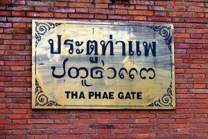 Tha-Phae-Gate-Chiang-Mai-Thailand-04.jpg