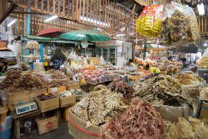 Tha-Tian-Market-Bangkok-Thailand-01.jpg