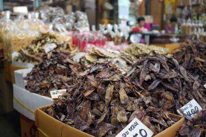 Tha-Tian-Market-Bangkok-Thailand-06.jpg