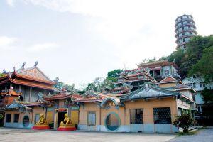 Tham-Khao-Noi-Temple-Kanchanaburi-Thailand-001.jpg