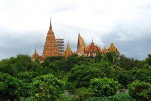 Tham-Khao-Noi-Temple-Kanchanaburi-Thailand-002.jpg