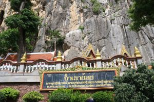 Tham-Khao-Yoi-Phetchaburi-Thailand-06.jpg