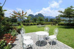 Thavonsouk-Resort-Vang-Vieng-Laos-Garden.jpg
