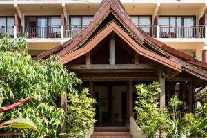 The-Elephant-Crossing-Hotel-Vang-Vieng-Laos-Entrance.jpg