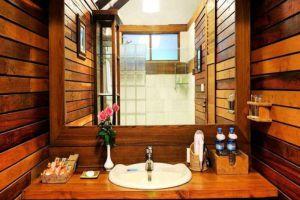 The-View-Resort-Pyin-Oo-Lwin-Myanmar-Bathroom.jpg