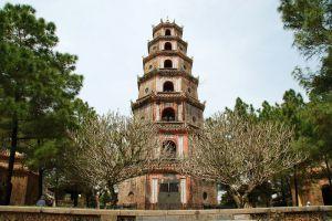 Thien-Mu-Pagoda-Hue-Vietnam-001.jpg