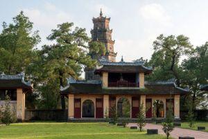 Thien-Mu-Pagoda-Hue-Vietnam-003.jpg