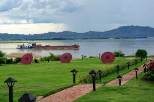 Thiripyitsaya-Sanctuary-Resort-Bagan-Mandalay-Myanmar-Lakeview.jpg