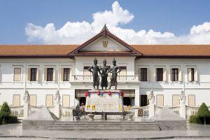 Three-Kings-Monument-Chiang-Mai-Thailand-03.jpg
