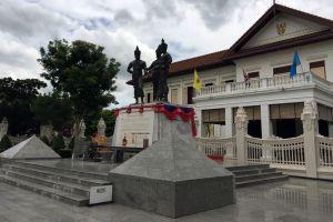 Three-Kings-Monument-Chiang-Mai-Thailand-06.jpg