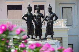 Three-Kings-Monument-Chiang-Mai-Thailand-07.jpg