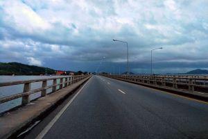 Tinsulanonda-Bridge-Songkhla-Thailand-03.jpg