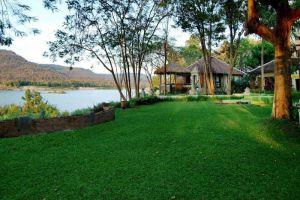 Tohsang-Khongjiam-Resort-Ubon-Ratchathani-Thailand-Garden.jpg