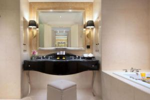Trans-Luxury-Hotel-Bandung-Indonesia-Bathroom.jpg