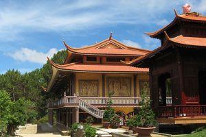 Truc-Lam-Zen-Monastery-Dalat-Vietnam-001.jpg