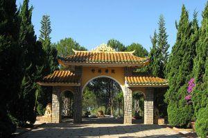Truc-Lam-Zen-Monastery-Dalat-Vietnam-002.jpg