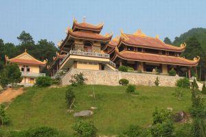 Truc-Lam-Zen-Monastery-Dalat-Vietnam-003.jpg