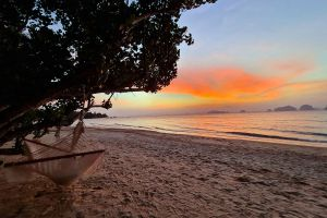 Tubkaek-Beach-Krabi-Thailand-02.jpg