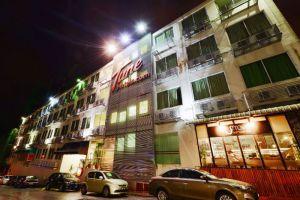 Tune-Hotel-Waterfront-Kuching-Sarawak-Facade-Night.jpg