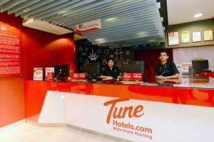 Tune-Hotel-Waterfront-Kuching-Sarawak-Reception.jpg