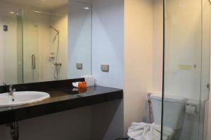 Twin-Hotel-Phuket-Thailand-Bathroom.jpg