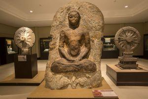 U-Thong-National-Museum-Suphan-Buri-Thailand-01.jpg