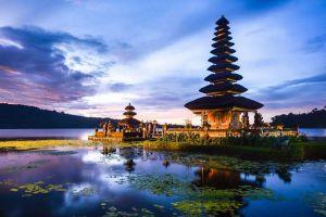 Ulun-Danu-Bratan-Temple-Bali-Indonesia-001.jpg