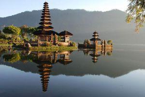 Ulun-Danu-Bratan-Temple-Bali-Indonesia-002.jpg