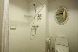 Verandah-Hotel-Krabi-Thailand-Bathroom.jpg