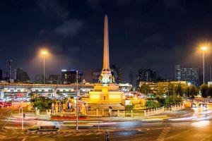 Victory-Monument-Bangkok-Thailand-02.jpg