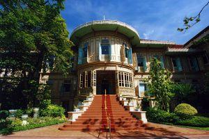Vimanmek-Mansion-Bangkok-Thailand-01.jpg