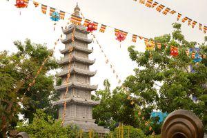 Vinh-Nghiem-Pagoda-Ho-Chi-Minh-Vietnam-003.jpg