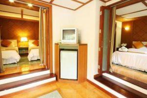 Wanathara-Health-Resort-Spa-Phitsanulok-Thailand-Room.jpg