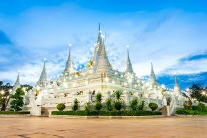 Wat-Asokaram-Samut-Prakan-Thailand-01.jpg