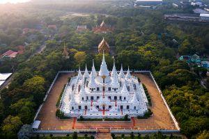 Wat-Asokaram-Samut-Prakan-Thailand-03.jpg