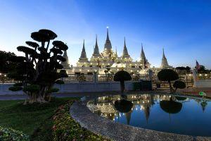 Wat-Asokaram-Samut-Prakan-Thailand-05.jpg