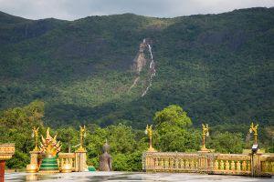 Wat-Baan-Ngao-Ranong-Thailand-05.jpg