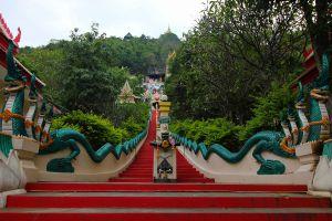 Wat-Baan-Tham-Kanchanaburi-Thailand-02.jpg