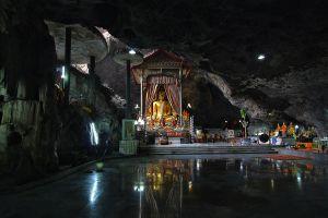 Wat-Baan-Tham-Kanchanaburi-Thailand-03.jpg