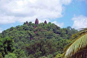 Wat-Banan-Temple-Battambang-Cambodia-002.jpg