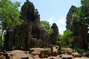 Wat-Banan-Temple-Battambang-Cambodia-003.jpg