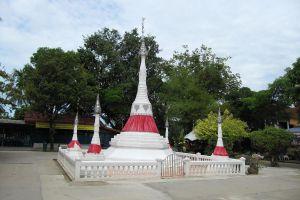 Wat-Bang-Chak-Nonthaburi-Thailand-03.jpg