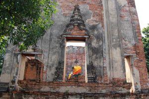Wat-Borom-Phuttharam-Ayutthaya-Thailand-02.jpg