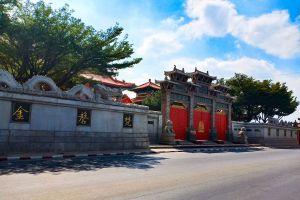 Wat-Borom-Racha-Kanjanapisek-Anusorn-Nonthaburi-Thailand-03.jpg
