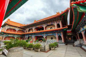 Wat-Borom-Racha-Kanjanapisek-Anusorn-Nonthaburi-Thailand-05.jpg