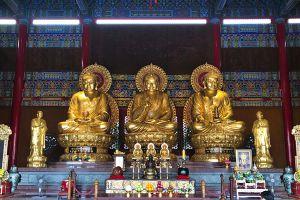 Wat-Borom-Racha-Kanjanapisek-Anusorn-Nonthaburi-Thailand-06.jpg
